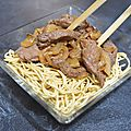 Bœuf aux oignons au wok