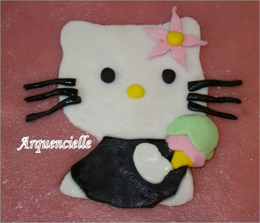 Gâteau Hello Kitty pâte à sucre détail