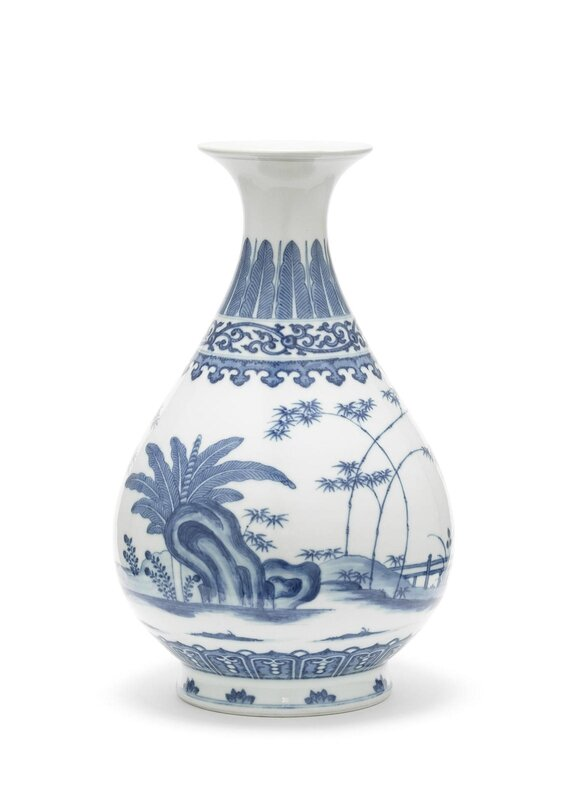 A blue and white bottle vase, yuhuchunping, Daoguang seal mark and of the period (1821-1850)