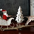 Le pére Noël dans son traineau tiré par un renne