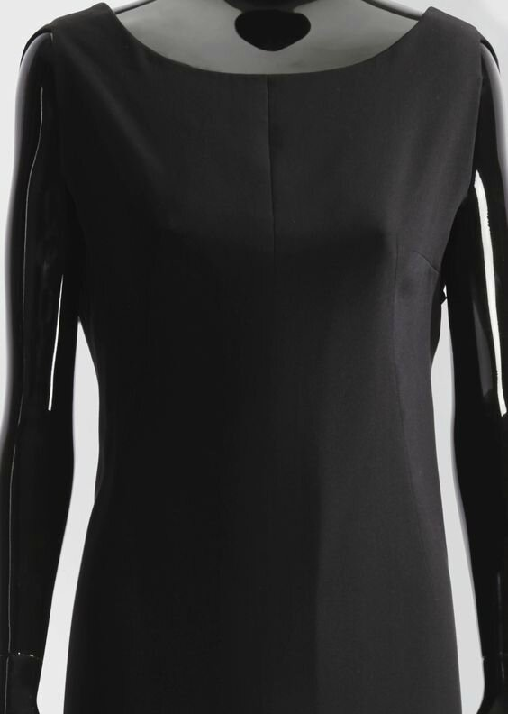 Balenciaga Haute couture, spring-summer 1964. A crepe afternoon dress with  a curved low cowl back. Estimation 1,200 — 1,800 €. Lot Sold 21,250 €. 600fedfd5b5