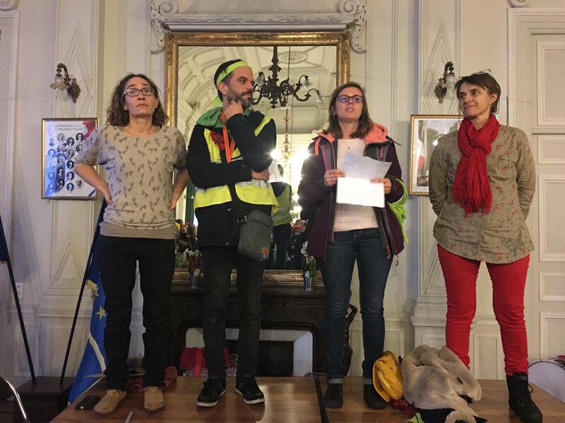Marche pour le climat_Avranches_2018_Hotel de ville_mairie_prise de parole