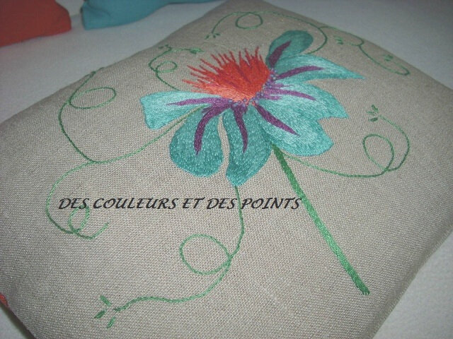 COUSSIN FLEUR BRODEE DETAIL BRODERIE 1