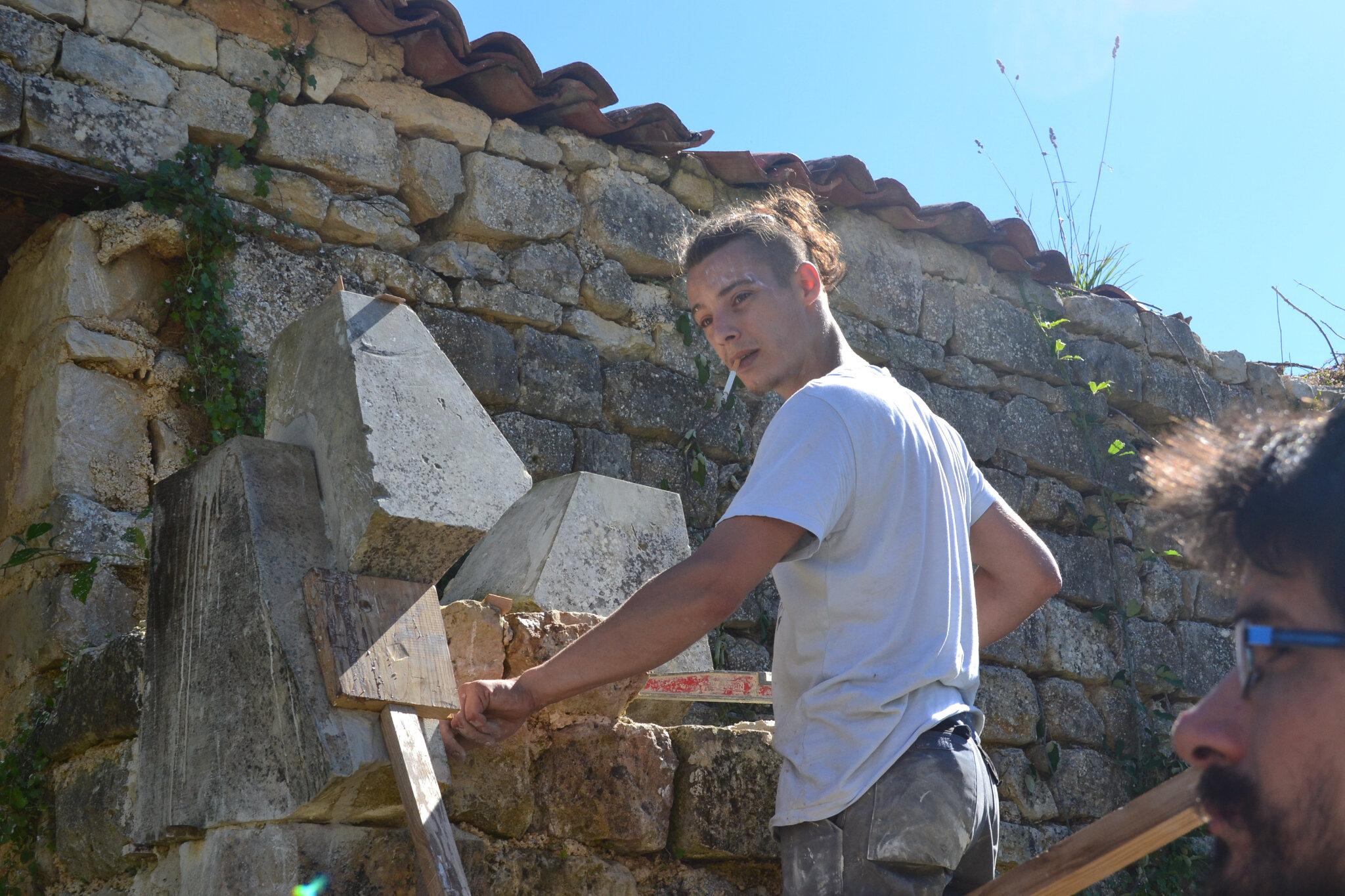 MAÇON Tailleur de pierre décorateur restaurateur en projets esthétisant,associations REMPART,réalisation d un four a pain