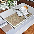 Recouvrir le fond d'un plateau avec du tissu