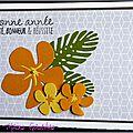 carte de voeux gris avec hibiscus jaunes