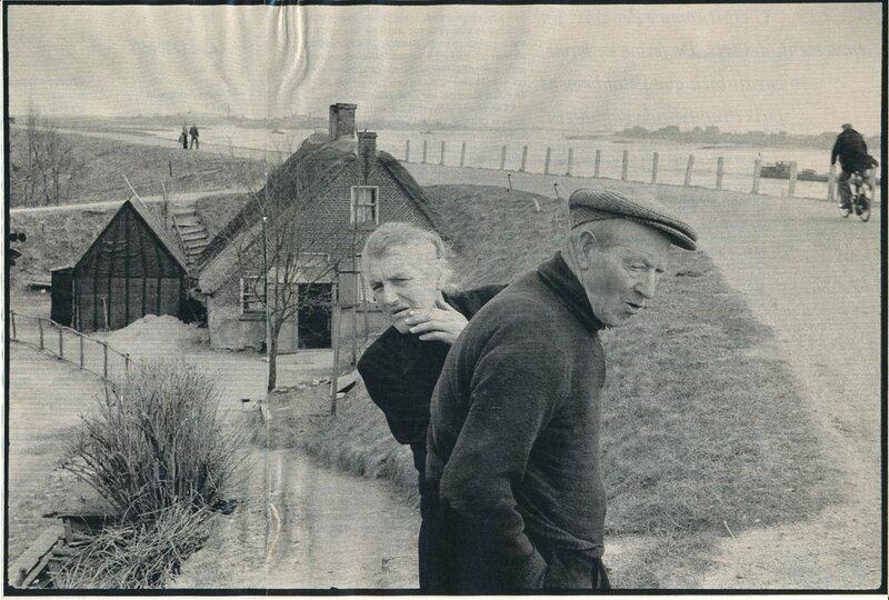 Cartier-Bresson - 05 les Rives du Rhin dans la province de Gueldre (Pays-Bas 1956) réduite