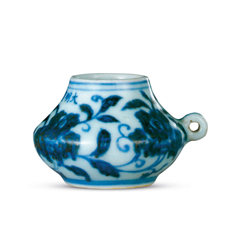 2020_HGK_18242_2825_002(a_fine_blue_and_white_rose_bird_feeder_xuande_six-character_mark_in_un)