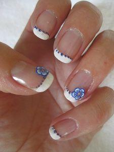 manucure french blanche fleur bleue (8)
