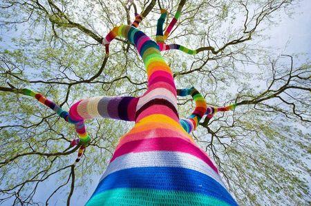 street_art_yarn_crochet_1