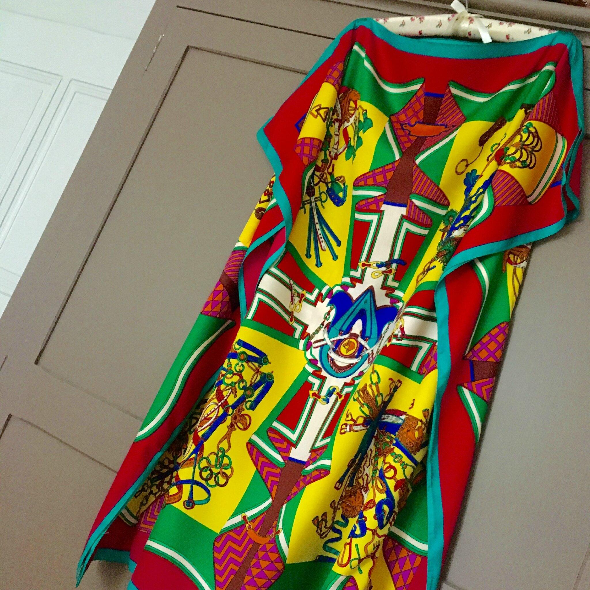 5a89ab836af0 DIY ,deux foulards pour une robe ... HERMES ! - elle a le fil,elle a ...