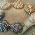 Un collier aux nuances bleues d'un ciel d'automne (vue 1)