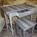 Petite table deux tons et son tabouret