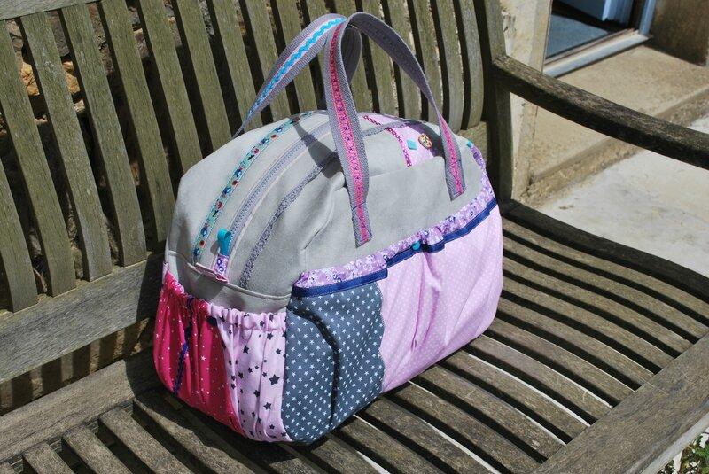 sac à langer gris et rose 016