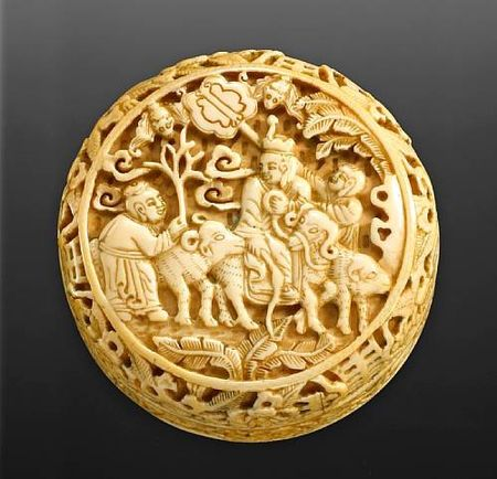 A_carved_ivory_seal_paste_box_with_figural_decoration1