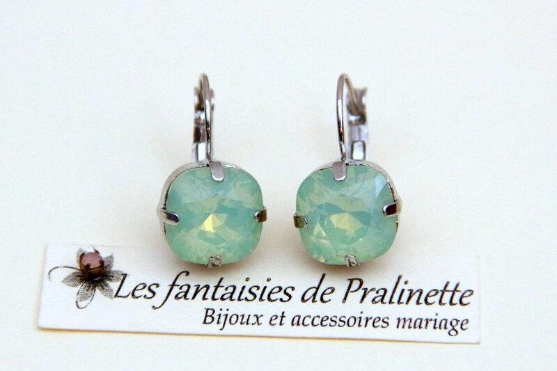bijoux-mariage-soiree-temoin-cortege-bocules-d-oreilles-Soline-cristal-vert-chrysolite-opal-rhodié