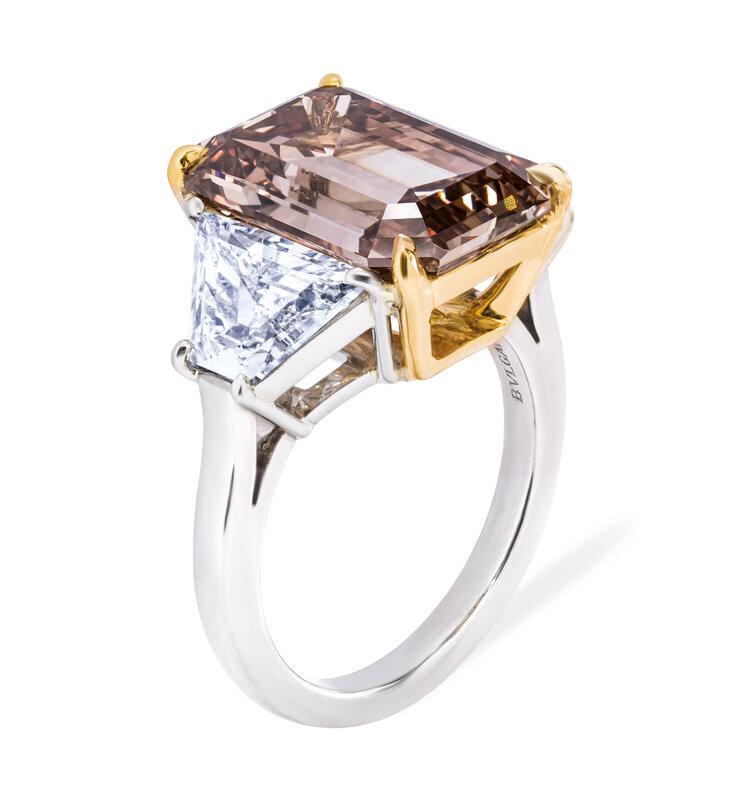 2019_GNV_17436_0122_000(coloured_diamond_and_diamond_ring_bulgari)