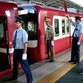 Keikyû trains & shashô, ekiin, Shinagawa eki