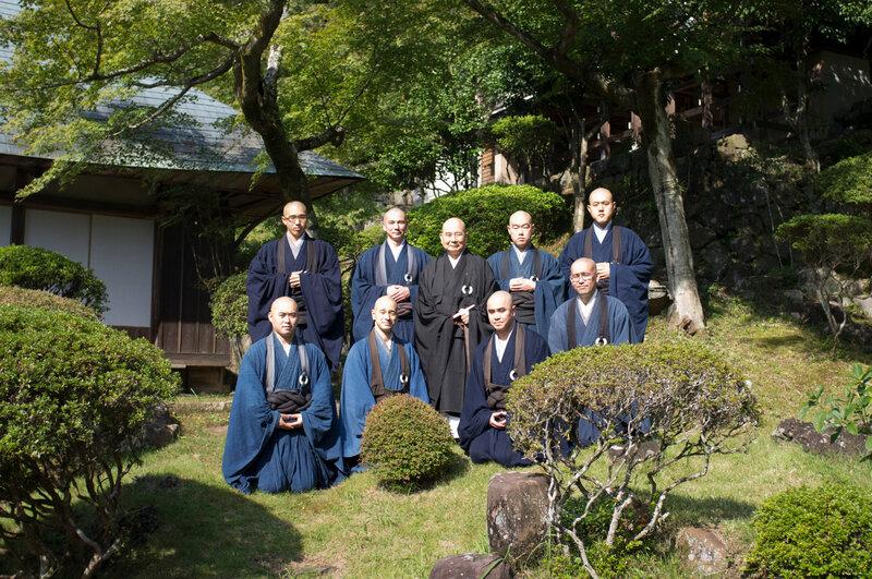 Ryutakuji 2011, l'ensemble des moines résidents