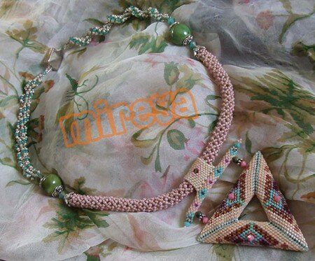 Collier_gros_triangle