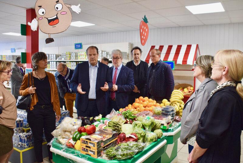 VISITE HIRSON JEAN-CHRISTOPHE CAMBADÉLIS 2019 ÉPICERIE fruits