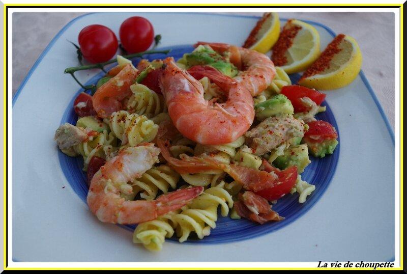 salade de pâtes, truite fumée, crevettes roses, avocat-6