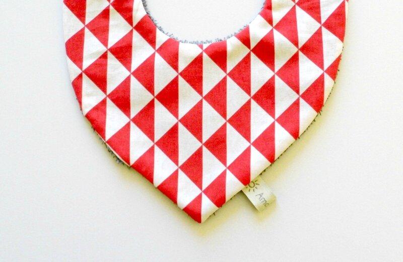 Bavoir foulard bébé scandinave rouge blanc