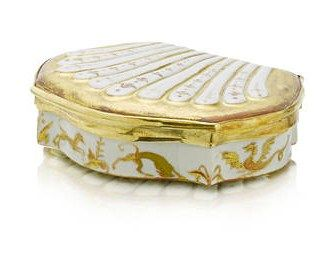 A_very_rare_gold_mounted_shell_shaped_snuff_box__probably_Vezzi__circa_17252