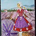 Provençale dans la lavande