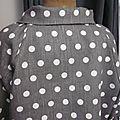 Veste BLANCHE en lin gris à pois blancs fermée par un bouton de nacre naturelle (8)