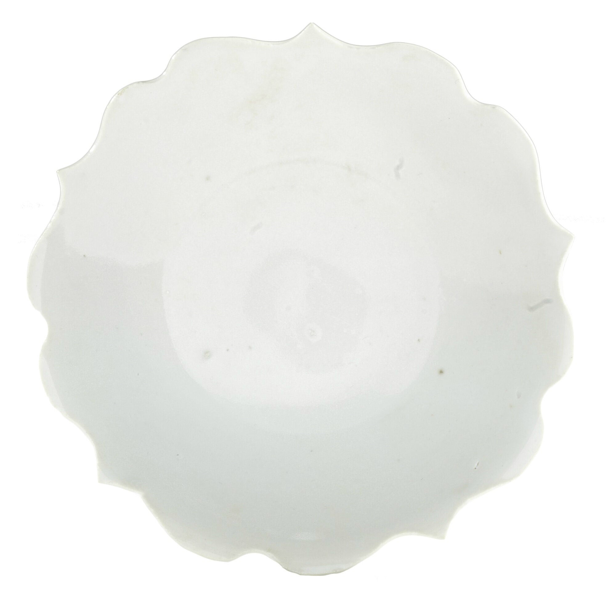 A small white-glazed foliate dish, Five dynasties (907-960)