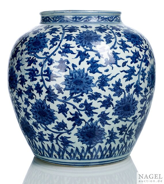 A blue and white lotus jar, Wanli period (1573-1619)
