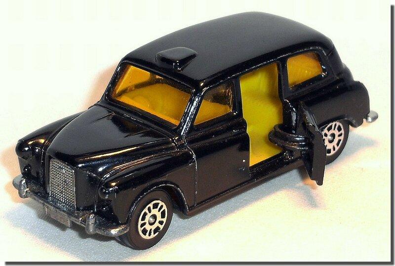 Corgi London Taxi Austin B 06