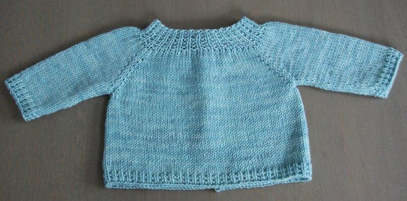 Gilet layette douce irresistibles a tricoter physalis froufrou et capucine (5)