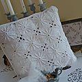 Coussin blanc crochet-21