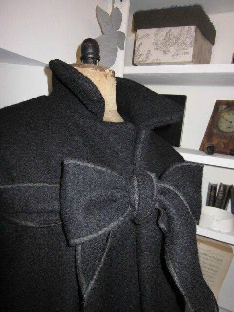 Manteau AGLAE en laine bouillie noire allongé à 125 cm de longueur totale (4)