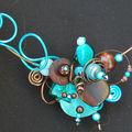 collier tour de cou perles de bois et bleu turquoise