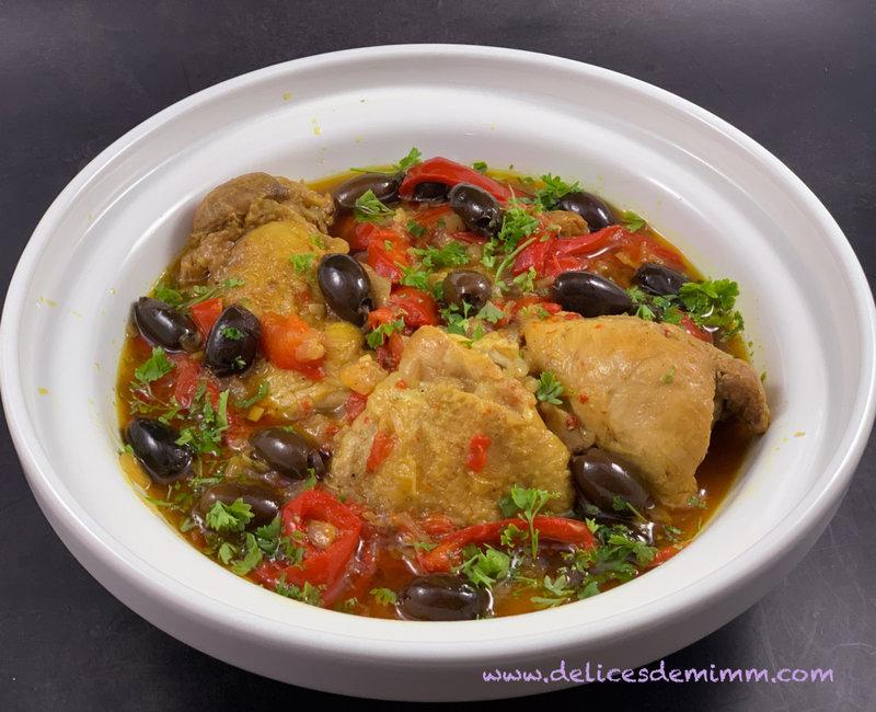 Tajine de poulet aux poivrons, olives et citron 3