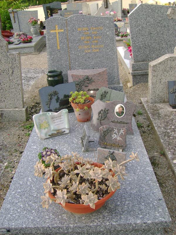 247 - Tombe de la famille Rubis
