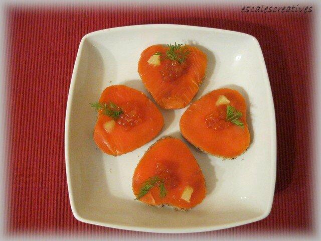 Coeur de saumon avec sa cuillérée d'oeufs de saumon, aneth