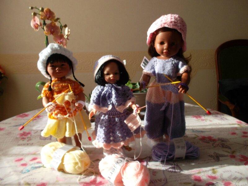 Cordélya & Kaly ont invitées leur petite soeur Line qui préfère le crochet