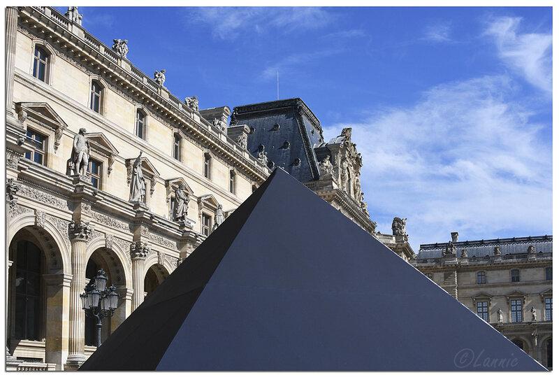 Paris_Louvre_pyramide_30_ans_6
