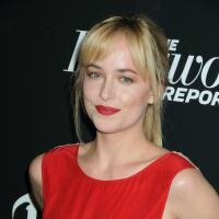 1238291-l-actrice-americaine-dakota-johnson-200x200-1