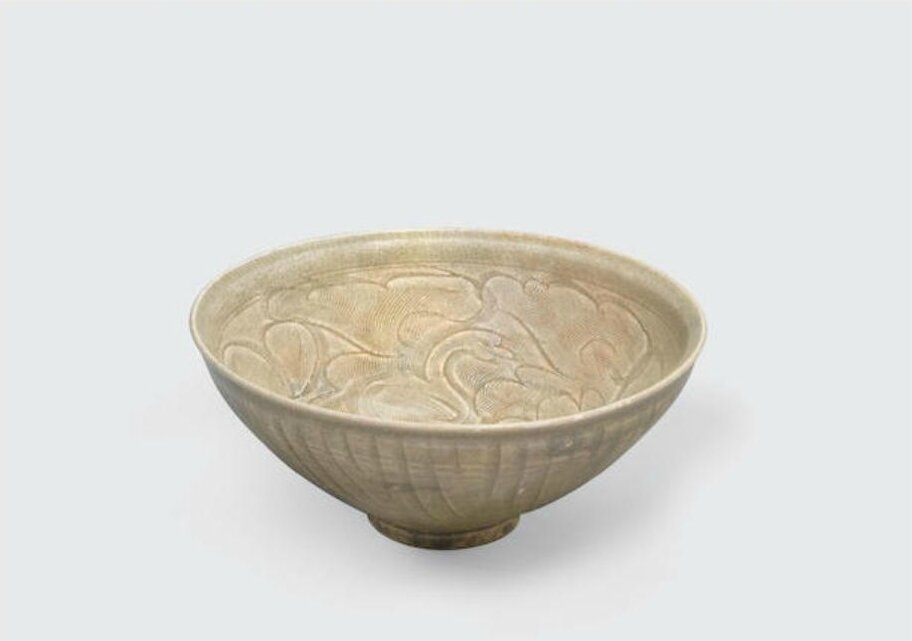 An olive green glazed bowl with carved and combed decoration, Trần dynasty, 13th-14th century