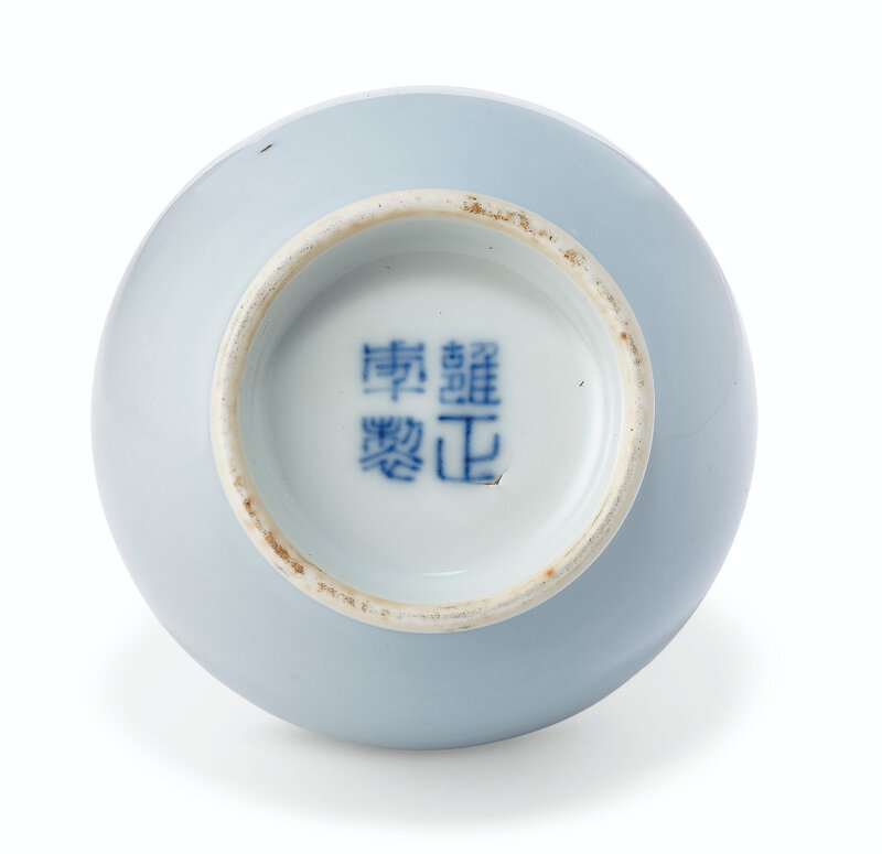 2019_NYR_17646_0750_001(a_very_rare_small_clair-de-lune-glazed_pear-shaped_bottle_vase_yongzhe)