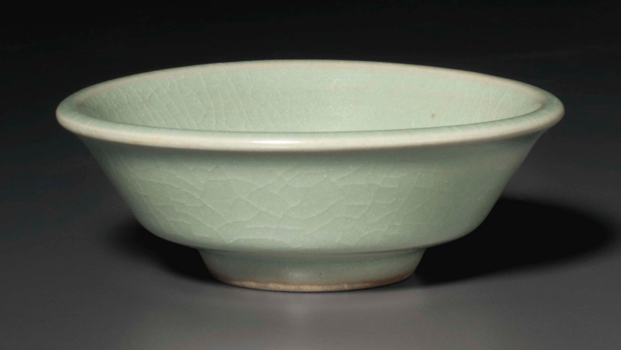 A small Longquan celadon washer, Southern Song dynasty (1127-1279)