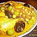 Poulet aux pruneaux, olives et raisins secs