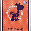 Carte de naissance fille avec girafe violette sur fond rose à pois