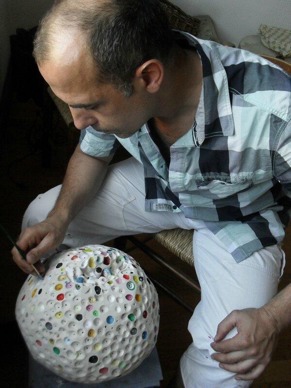Hervé THAREL - SCHMIMBLOCK'S boule 2014 - acrylique sur argile diam
