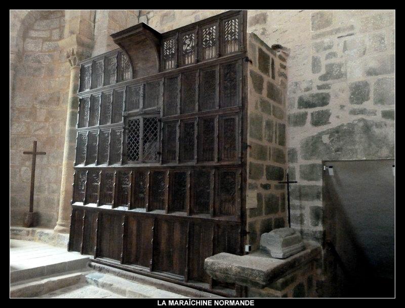 armoire contenant la chasse de Geoffroy de Chalard